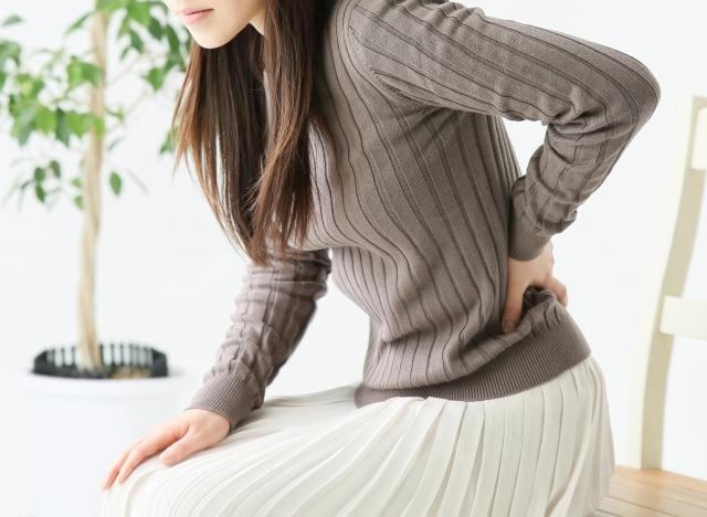 テレワークの腰痛対策4選!クッションの活用やストレッチで腰痛解消!