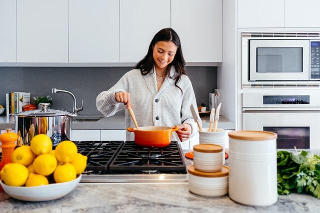 お鍋で簡単!バランスの良い栄養が摂れる冬におすすめのレシピをご紹介