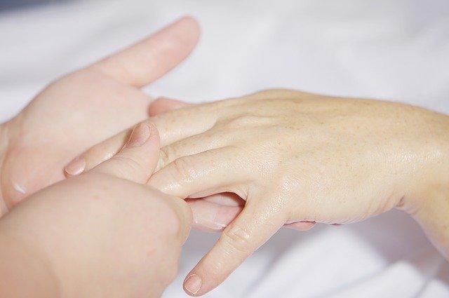 指の関節の変形・痛みはアノ食べ物が原因!?