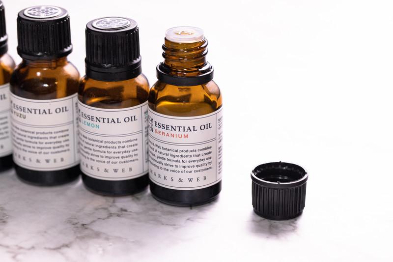 むくみ対策ができるアロマ9選!香りや効能、おすすめレシピも解説