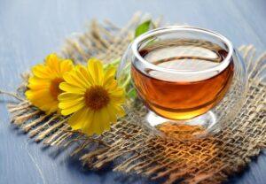 メリット・デメリットも解説!むくみ解消に飲むべきお茶のおすすめ11選
